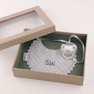 cajita-baby-babero-gris-personalizada