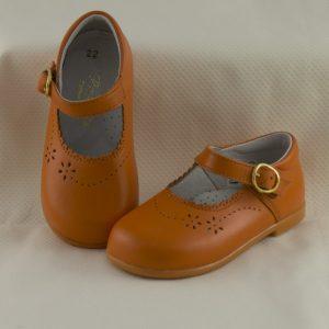 mercedita-niña-naranja