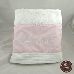 toalla-blanca-rosa