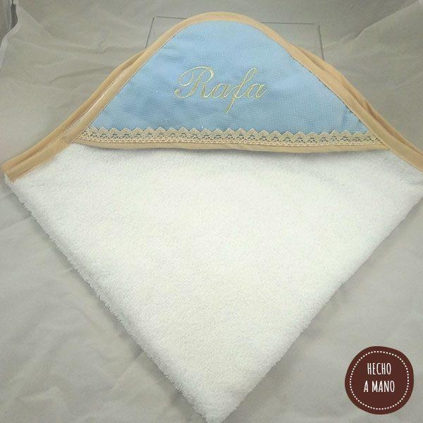capa-de-baño-blanca-azul-camel
