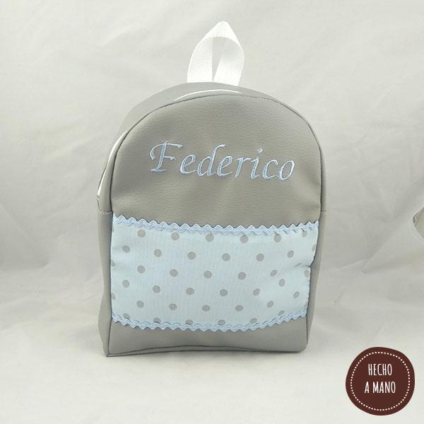mochila-gris-lunares-azules